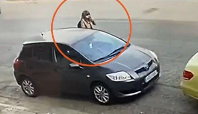Επίθεση με βιτριόλι: Καρέ-καρέ η πρόβα της 35χρονης - Η κατάθεση της οδηγού ταξί