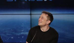 Η Tesla κάνει τον Elon Musk τον πλουσιότερο άνθρωπο του πλανήτη