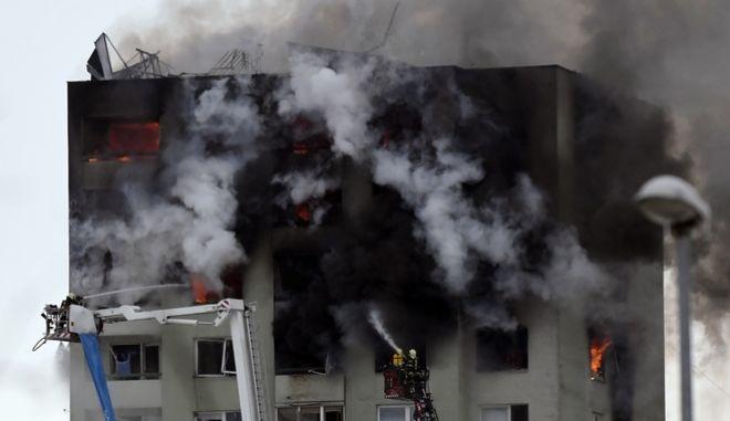Τουλάχιστον πέντε νεκροί από έκρηξη αερίου σε πολυκατοικία