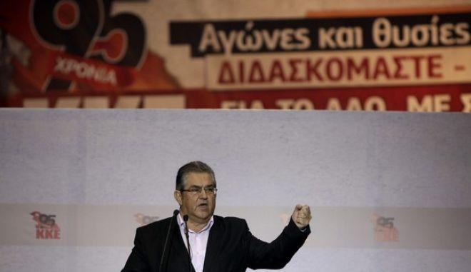 Ο ΓΓ της ΚΕ του ΚΚΕ Δημήτρης Κουτσούμπας στην ομιλία του στην πολιτική β πολιτιστική εκδήλωση στο Στάδιο Ειρήνης και Φιλίας για τα 95 χρόνια του ΚΚΕ, την Κυριακή 8 Αυγούστου 2013. (EUROKINISSI/ΓΕΩΡΓΙΑ ΠΑΝΑΓΟΠΟΥΛΟΥ)