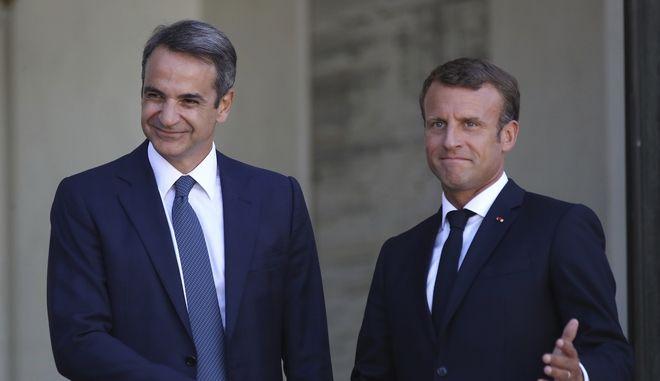 Ο Γάλλος πρόεδρος Εμανουέλ Μακρόν και ο Έλληνας πρωθυπουργός Κυριάκος Μητσοτάκης κατά την συνάντησή τους στο Παρίσι