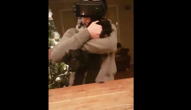 Θα κλαίτε από τα γέλια όταν δείτε πως αντιδρά στο VR βίντεο