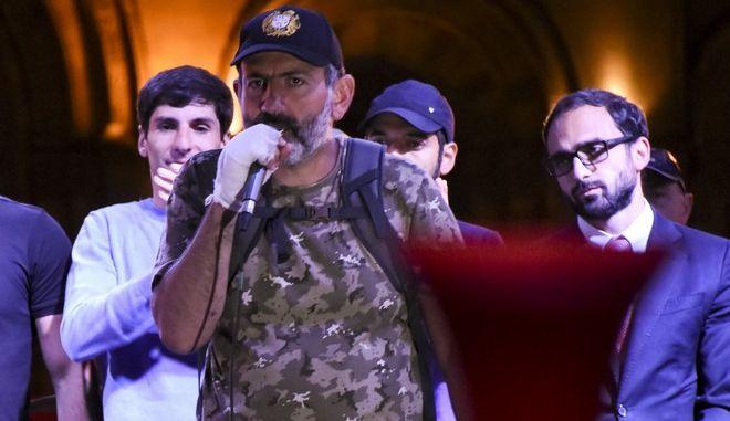 Ο 42χρονος Πασινιάν σε ομιλία του μπροστά σε χιλιάδες κόσμο στις 25 Απριλίου στη πόλη Γερεβάν