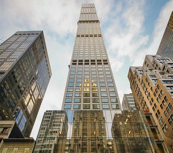 The residential tower at 432 Park Avenue in New York, Dec. 15, 2015. Promotional materials for the new towers on Billionairesâ?? Row, emphasizing unobstructed views, sometimes omit photos of their stratospheric neighbors. (Angel Franco/The New York Times) ##########nytskyline28##########THE NEW YORK TIMES