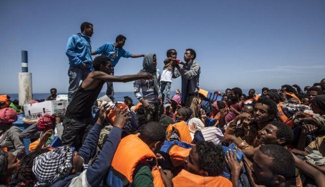 Ευρωπαϊκή επιχείρηση για το μεταναστευτικό: Σχέδιο για εξάρθρωση δικτύων διακινητών με χερσαίες δυνάμεις