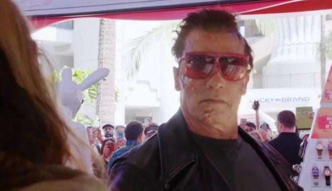 Βίντεο: Ο Arnold Schwarzenegger κάνει φάρσα σε περαστικούς