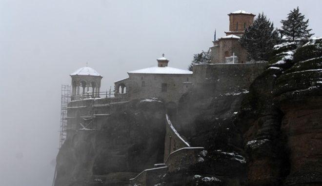 Το μοναστήρι του Βαρλαάμ κατα την διάρκεια της χιονόπτωσης στα Μετέωρα, την Τετάρτη 30 Νοεμβρίου 2016. (EUROKINISSI/ΘΑΝΑΣΗΣ ΚΑΛΛΙΑΡΑΣ)