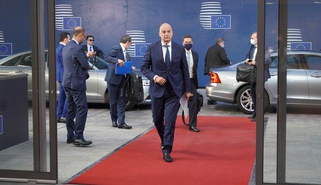 Ο ΥΠΕΞ Ν. Δένδιας προσερχόμενος στο Συμβούλιο Εξωτερικών Υποθέσεων της ΕΕ (Φωτογραφία αρχείου)