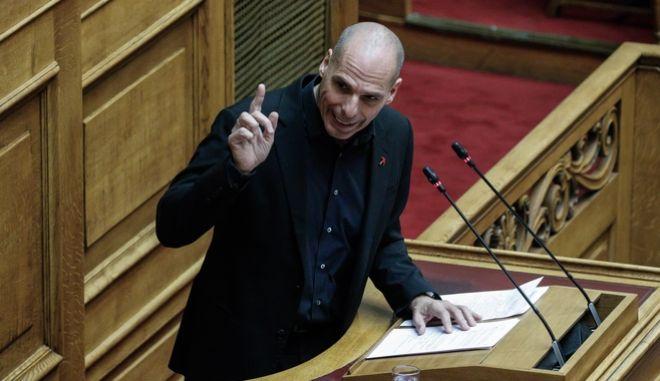 O Γιάνης Βαρουφάκης κατα τη συζήτηση στη Βουλή.