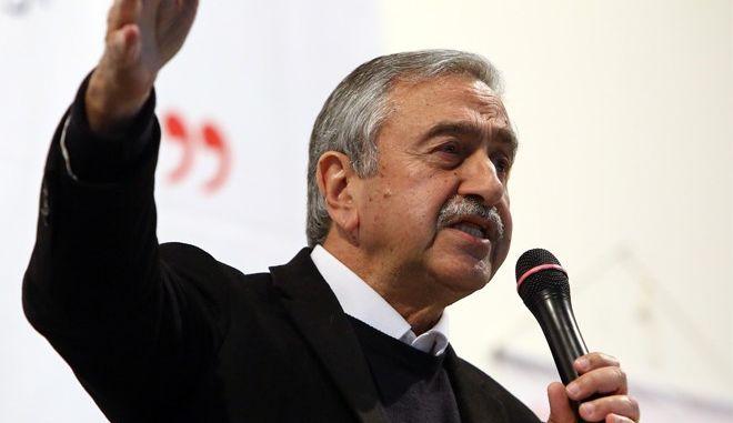 Υποψήφιος για το βραβείο του Politico o Aκιντζί