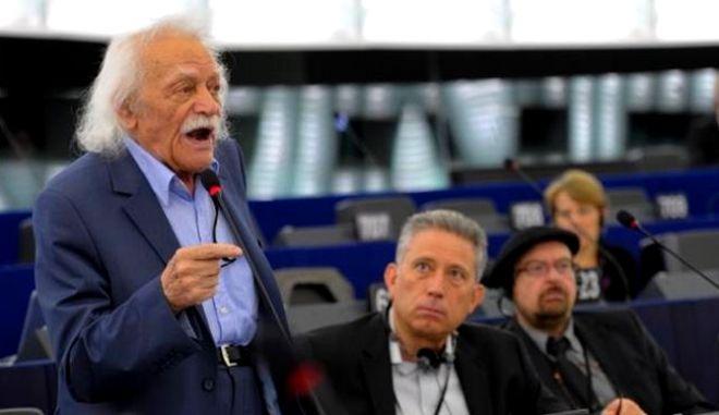 Παραιτήθηκε ο Μανώλης Γλέζος από το ευρωκοινοβούλιο