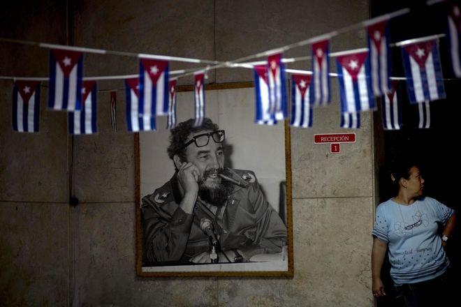 Φωτογραφία του Φιντέλ Κάστρο σε ένα δημοτικό κτίριο στην Αβάνα, Κούβα