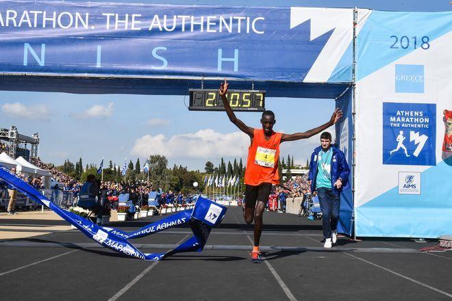 O Κενυάτης Μπρίμιν Κιπκορίρ Μισόι έκοψε πρώτος το νήμα του τερματισμού με χρόνο 2:10:55
