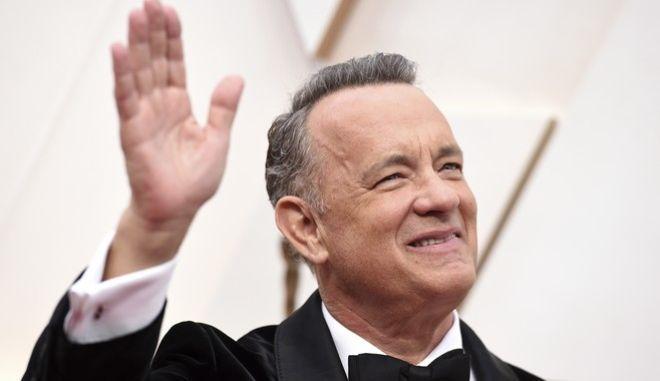Ο Τομ Χανκς στην απονομή των Oscar (Photo by Jordan Strauss/Invision/AP))
