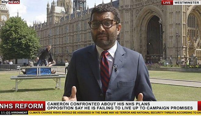Το απόλυτο videobombing; Μάγοι εισβάλουν σε ρεπορτάζ του Sky News