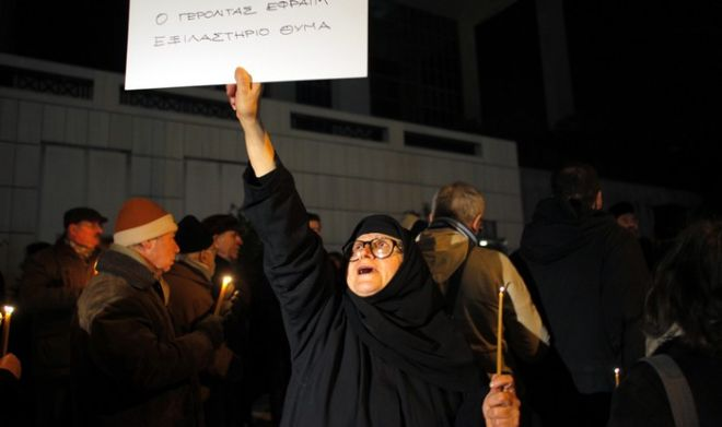 Η Συντονιστική Επιτροπή φίλων του Αγίου Όρους και συμπαράστασης στον γέροντα Εφραίμ πραγματοποιεί συγκέντρωση συμπαράστασης έξω από το Εφετείο Αθηνών, Τρίτη 27 Δεκεμβρίου 2011, ενώ αναμένεται να φτάσει ο Καθηγούμενος της Μονής Βατοπαιδίου. (EUROKINISSI // ΣΥΝΕΡΓΑΤΗΣ)