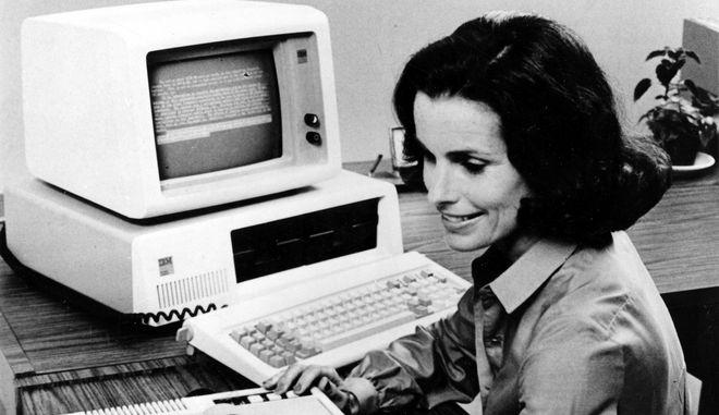Σαν σήμερα, το 1981, κυκλοφορεί στην αγορά ο πρώτος προσωπικός υπολογιστής