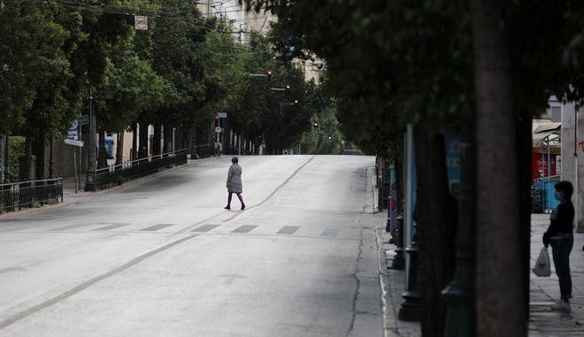 Στιγμιότυπο από την Αθήνα τη Κυριακη 8 Νοεμβρίου 2020, καθώς η πόλη μπήκε επισήμως σε καθεστώς γενικευμένου lockdown, για την ανάσχεση της πανδημίας του κορονοϊού.  (EUROKINISSI/ΓΙΑΝΝΗΣ ΠΑΝΑΓΟΠΟΥΛΟΣ)