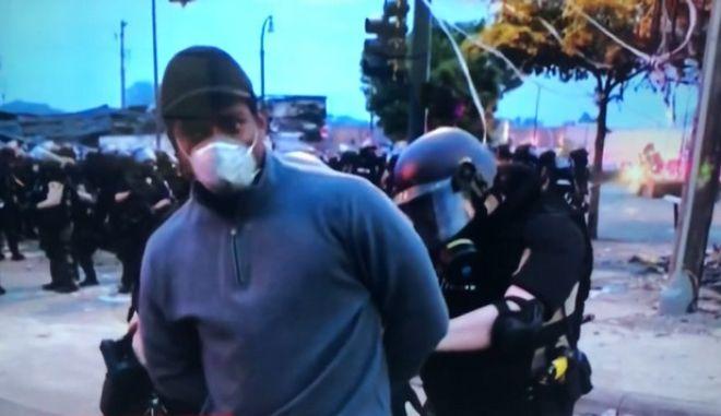 Τζορτζ Φλόιντ: Συνελήφθη στον αέρα το συνεργείο του CNN