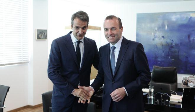 Συνάντηση του Προέδρου της Νέας Δημοκρατίας Κυριάκου Μητσοτάκη με τον επικεφαλής του Ευρωπαϊκού Λαϊκού Κόμματος στο Ευρωκοινοβούλιο Manfred Weber, την Τρίτη 20 Ιουνίου 2017. (EUROKINISSI/ΠΑΝΑΓΙΩΤΗΣ ΣΤΟΛΗΣ)
