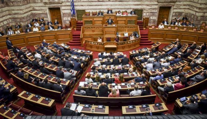 Ο Αλέξης Τσίπρας στο βήμα της βουλής στην προ ημερησίας διατάξεως συζήτηση για την οικονομία και τις αποφάσεις του Eurogroup