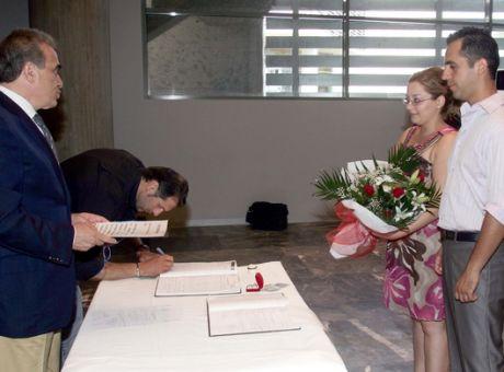 4bcd085a3e01 1982  Μπαίνει στη ζωή του Έλληνα ο πολιτικός γάμος - Κοινωνία