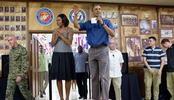Επίσκεψη σε βάση πεζοναυτών στη Χαβάη για την οικογένεια Ομπάμα