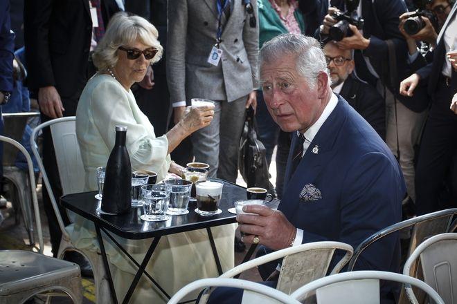 Επίσκεψη του Πρίγκηπα Καρόλου και της Δούκισσας της Κορνουάλης Καμίλα στην οδό  Ερμού και στην Καπνικαρέα,10 Μαΐου 2018