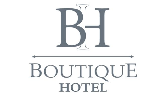 """Το σήμα """"Boutique hotel"""". Το Ξ.Ε.Ε. με στόχο την Πιστοποίηση και την Προβολή των Boutique hotels της χώρας μας, σε ένα σύγχρονο και λειτουργικό περιβάλλον, προχώρησε στο σχεδιασμό ενός αξιόπιστου συστήματος πιστοποίησης του Σήματος """"Boutique Hotel"""" και στη δημιουργία της διαδραστικής ηλεκτρονικής πλατφόρμας www.boutique-hotel.gr, η οποία ενεργοποιήθηκε επίσημα τον Δεκέμβριο του 2017 για τους επαγγελματίες του κλάδου. Το Σήμα """"Boutique hotel"""" εστιάζεται στα μικρά ξενοδοχεία. Κάθε ενταγμένο ξενοδοχείο είναι, εξ ορισμού, διαφοροποιημένο, παράλληλα όμως όλα αυτά τα καταλύματα μοιράζονται κοινούς παρανομαστές: το μικρό μέγεθος, το όραμα -όπως αυτό αντικατοπτρίζεται στην ιδιαίτερη αισθητική του αρχιτεκτονικού και διακοσμητικού τους concept σχεδιασμού, και οι αναβαθμισμένες προσφερόμενες παροχές & υπηρεσίες τους. Τα ενταγμένα καταλύματα στο Σήμα """"Boutique hotel"""" απολαμβάνουν οφέλη όπως η επίσημη ενσωμάτωση του όρου """"Boutique hotel"""" στο διακριτικό τους τίτλο, και η προβολή τους μέσω προγραμματισμένων προωθητικών ενεργειών.  (EUROKINISSI/ΞΕΝΟΔΟΧΕΙΑΚΟ ΕΠΙΜΕΛΗΤΗΡΙΟ ΕΛΛΑΔΑΣ)"""