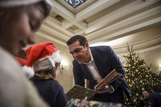 Κάλαντα της Πρωτοχρονιάς στον Πρωθυπουργό Αλέξη Τσίπρα από το Πρότυπο Εθνικό Νηπιοτροφείο την Κυριακή 31 Δεκεμβρίου 2017 στο Μέγαρο Μαξίμου. (EUROKINISSI/ΤΑΤΙΑΝΑ ΜΠΟΛΑΡΗ)