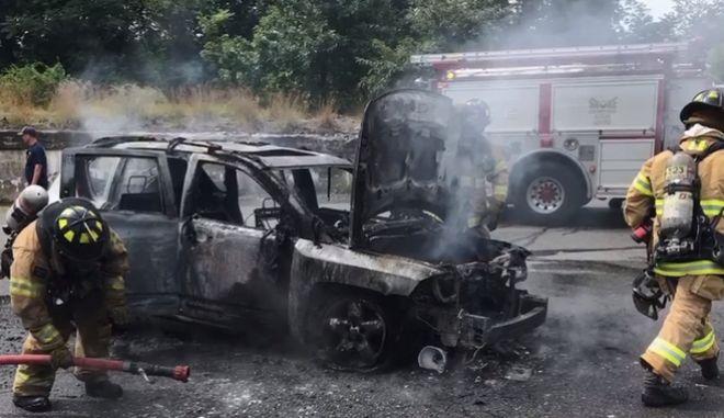 Έφηβος σώζει μητέρα και τα τρία της παιδιά από φλεγόμενο αυτοκίνητο