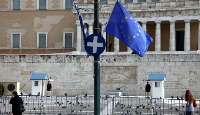 ΑΘΗΝΑ-Από την 1η Ιανουαρίου έως τις 30 Ιουνίου 2004, η Ελλάδα θα διαχειρίζεται την ατζέντα της ΕΕ.(EUROKINISSI-ΓΙΩΡΓΟΣ ΚΟΝΤΑΡΙΝΗΣ)