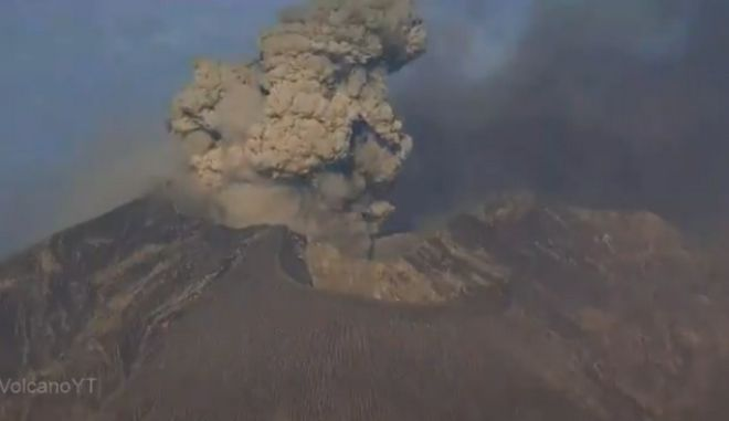Ιαπωνία: Η στιγμή της έκρηξης ηφαιστείου στο νησί Σατσουμάγιο