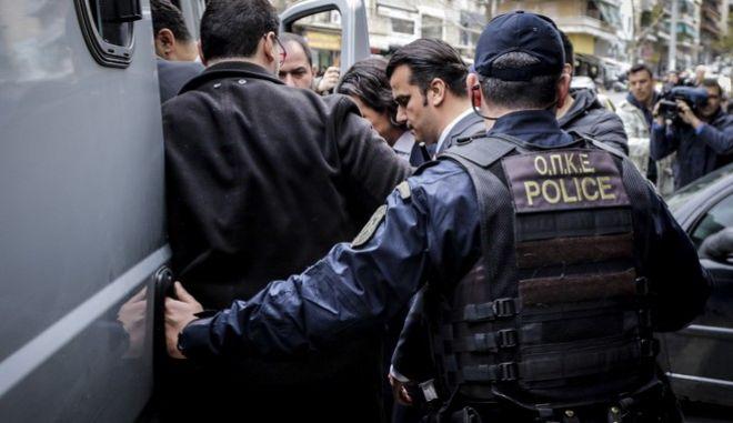 Φωτό αρχείου: Οι Τούρκοι αξιωματικοί αποχωρούν από το Συμβούλιο Εφετών Αθηνών
