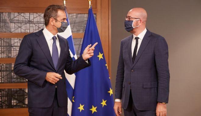Ο πρωθυπουργός Κυριάκος Μητσοτάκης σε παλαιότερη συνάντησή του με τον Πρόεδρο του Ευρωπαίκού Συμβουλίου Σαρλ Μισέλ.
