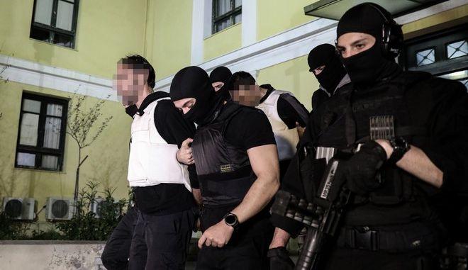 """Στον εισαγγελέα τα μέλη της Οργάνωσης """"Επαναστατική Αυτοάμυνα"""""""