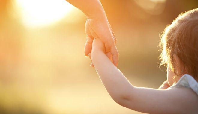ΟΠΕΚΑ: Άνοιξε η πλατφόρμα για το επίδομα παιδιού - Ποια είναι η διαδικασία