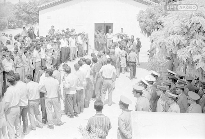 Ο νεκροθάλαμος στο Γ' Νεκροταφείο, όπου μεταφέρθηκε από την Αστυνομία η σορός του Σ.Πέτρουλα, υπό φρούρηση.