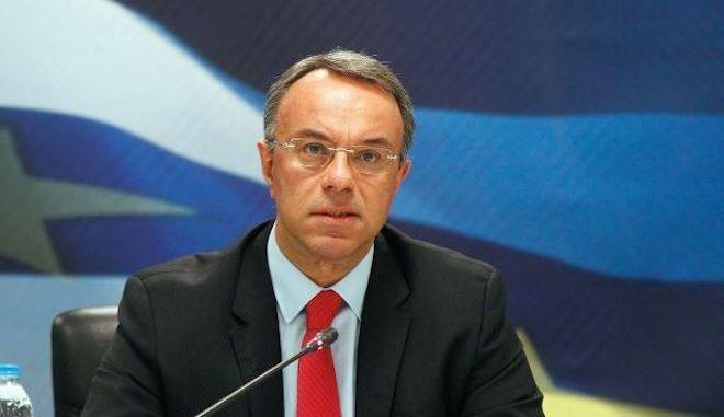 """Απέναντι στους """"κόφτες"""" των θεσμών για το νέο πακέτο μέτρων η κυβέρνηση"""