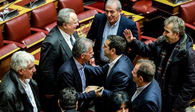 Στιγμιότυπο από τη Βουλή μετά την παροχή ψήφου εμπιστοσύνης στην κυβέρνηση