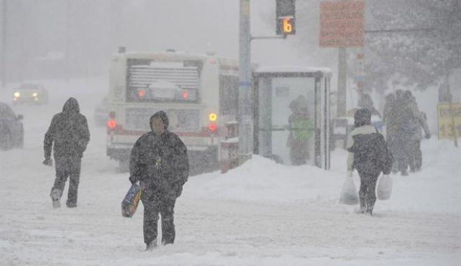Χιονοθύελλα πλήττει τον ανατολικό Καναδά
