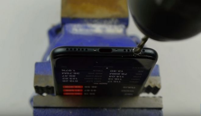 iPhone 7: Το δήθεν 'κόλπο' με το τρυπάνι για να του βάλεις ακουστικά