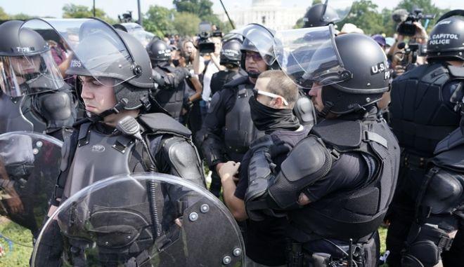 ΗΠΑ: Περισσότεροι οι αστυνομικοί από τους διαδηλωτές στη συγκέντρωση στο Καπιτώλιο