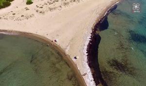 Κουνουπελάκι: Η παραδεισένια παραλία - 'καβάτζα' δίπλα στην Καλογριά