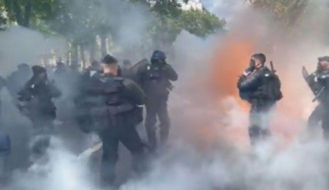 Γαλλία: Συγκρούσεις αντιεμβολιαστών διαδηλωτών με την αστυνομία