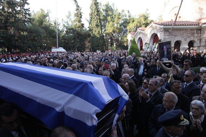 Κηδεία του πρώην Προέδρου της Δημοκρατίας Κωνσταντίνου Στεφανοπούλου, από τον Ιερό Ναό του Αγίου Δημητρίου Παλαιού Ψυχικού την Τρίτη 22 Νοεμβρίου 2016. (EUROKINISSI/ΠΑΝΑΓΟΠΟΥΛΟΣ ΓΙΑΝΝΗΣ)