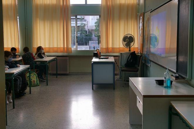 Σχολεία: Πίσω στα θρανία με ανοιχτά παράθυρα και διαφορετικές εξόδους