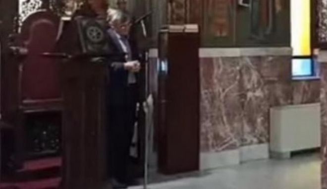 Ο Σωτήρης Τσιόδρας ψάλλει στην εκκλησία