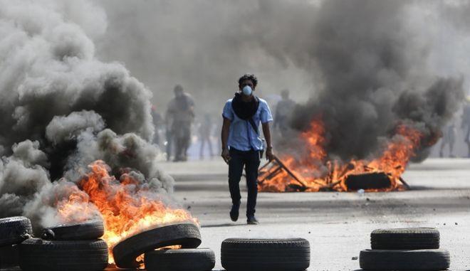 Φωτιές, οδοφράγματα και συγκρούσεις διαδηλωτών με την αστυνομία στην Μανάγκουα της Νικαράγουα έπειτα από αντιδράσεις για την επιχειρούμενη ασφαλιστική μεταρρύθμιση της κυβέρνησης