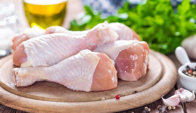 Μπούτια κοτόπουλο (φωτογραφία αρχείου)